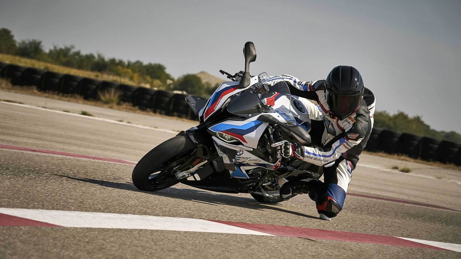 BMW M 1000 RR, Action, Lean Left